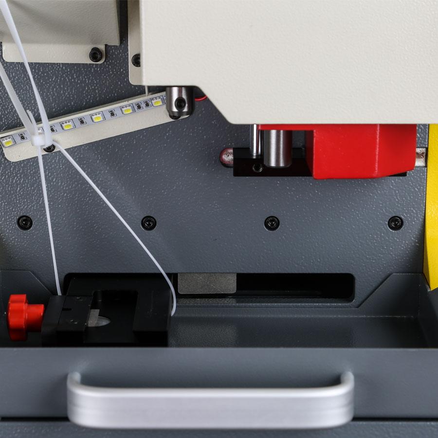 Bmw Car Key Cutting: SEC-E9 CNC Automated Key Cutting Machine Work On Car